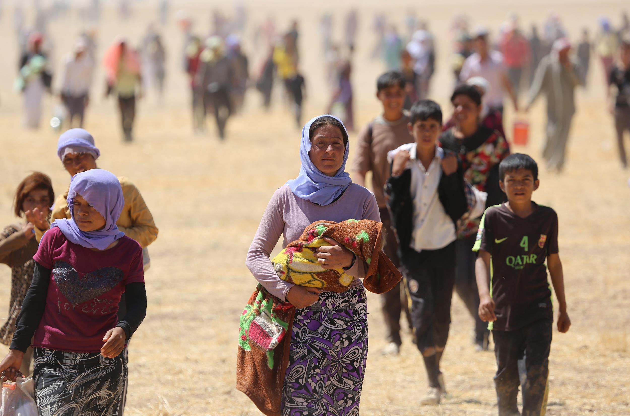 Yezidis flee from Daesh Aug 3rd 2014